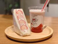 〈NEWoMan新宿店限定〉いちごオーレ 410円/いちごサンド 420円(税込)