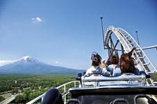 ジェットコースターからは富士山も望める絶景!