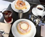クラシックバターミルクパンケーキ 1300円 コーヒー(おかわり自由)300円