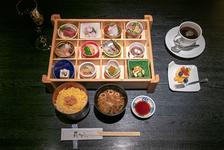 花かぐら弁当 コーヒー又は紅茶付き 1950円(税込)