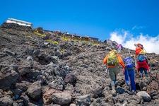 富士山登山シーズンは例年7月ごろですが、登山道によって違うので公式サイトをチェックしてから臨もう!