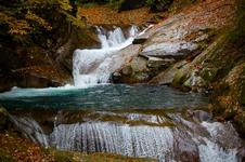 森林セラピー基地として知られる「西沢渓谷(にしざわけいこく)」