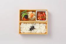 「みのりみのるキッチン」の『みのる特製国産牛豚ハンバーグ 2段弁当』1,300円(税込)