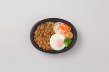 「グッドモーニング バンコク」の『鶏ひき肉のバジル炒めのせごはん』864円(税込)