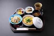 「六行亭 エスカ店」の親子丼セット 1,404円(税込)