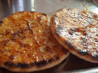 「長瀞雷神堂」では香ばしい手焼きせんべいがいただける!※画像はイメージです。