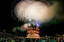毎年12月2日、3日に行われる、ダイナミックな花火が印象的「秩父夜祭」。