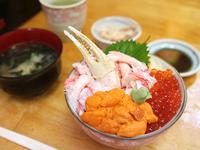 元祖・わがまま丼 ご飯小(自家製イクラ・生うに・かに) 1800円(税込)