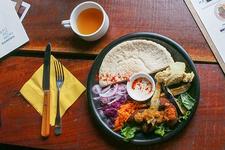 流行りのヴィーガンワンハンドフード「ファラフェルサンド」が食べられるお店