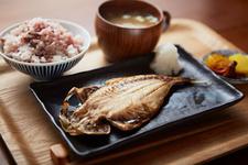 「ヨリドコロ」の干物定食!