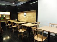 店舗奥のカフェスペースを設ける「すすむ屋茶店」