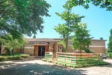 元箱根の別荘地の中に建つドッグリゾート