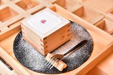 大垣の渡辺酒造の吟醸「白雪姫」を使ったスイーツ「白雪ケーキ」(594円円/税込)