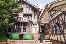 イギリスのチューダー様式で建てられた「珈琲歌劇」外観