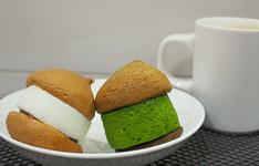 空気ケーキ プレーン200円  抹茶270円