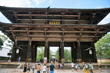この大きな門をくぐると東大寺大仏殿