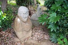 顔が猿に似ているため猿石と呼ばれてきた