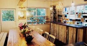 cafe and dining Limpid どこかほっとできる店内