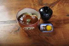 岡山のご当地グルメ「デミグラスソースカツ丼」
