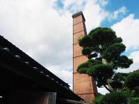 大きな煙突は有田町のシンボル。クリスマスはサンタが現れるという。