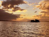 太陽は雲で隠れてますが綺麗な夕日