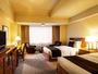 本館スーペリアツイン。「伝統と革新」をテーマに、品格と機能美を追求しコーディネートしたお部屋です。