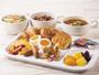 種類豊富なパンやあたたかいスープ、新鮮な野菜たっぷりのサラダなど、多彩なメニューをご用意しました☆