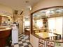 明るい食堂&フロント。