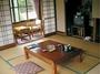 客室はシンプルな和室
