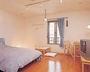 生活用品完備の広々シングルルーム