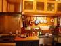 旅先でキッチンがあると便利ですよね。少しの調味料と調理器具。どうぞご自由にお使いください。