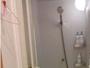 シャワールームは2つあり、脱衣場も広めで、水量は2倍出ます。シャンプー類ご用意あります。