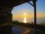 【朝日の道】朝日を見ながら浸かる、至福の湯浴み