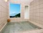 富士山の絶景を望む富士眺望風呂。ご家族で貸切りOK。4人家族でもゆったりご利用いただけます。