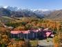 秋の白馬東急ホテル・・・冠雪した北アルプスと美しい紅葉をごらんになれます(10月下旬-11月頭)