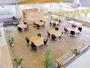 広々としたコワーキングスペース(無料)は、飲食可能なフリースペースとしても利用されています。