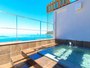まんてんの湯-おりひめ-青い空と海を望む貸切展望露天風呂。贅沢なひとときをお過ごしください。