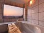 *メゾネットスイート(客室一例)/大理石のバスルームから望む景色。心地よいバスタイムのひと時を。