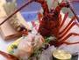 プリプリの食感が味わえる活伊勢海老お造り。お客様にお出しする直前にさばきます。