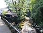 芳泉橋-敷地内を縫うように流れる清流吉奈川にかかる芳泉橋(大正14年竣工)