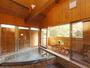 ウッドデッキのある開放的な露天風浴室は貸切で利用できます