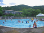 休暇村プールはお子様の足が付く&見晴らしが良いからパパママ安心だね