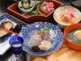料理長が厳選した瀬戸内の魚介類と季節ごとの旬な素材を用いた会席料理をご堪能ください。