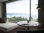 客室(湖面側)からの景色。琵琶湖の壮大な景色が広がる