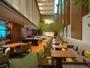 解放感溢れる空間のクラブラウンジで、ご朝食・アフタヌーンティからカクテルタイムをご用意しております。