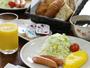 *朝食一例/一つ一つ手作りのパンをはじめ、卵料理、ドリンクなどをご用意いたします
