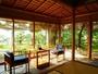 【雲井】特別室。サンルームのような石畳の広縁から望む阿蘇海