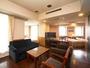 ■ファミリールームC/61平米の客室に常設ベッド3台+エキストラベッド2台設置可能