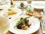 《夕食》前菜・スープ・魚と肉のWメイン・ライス・デザート・コーヒーなど全7品。
