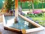 *【温泉】露天風呂では、緑まぶしい新緑から雪景色まで四季の風情が楽しめます。